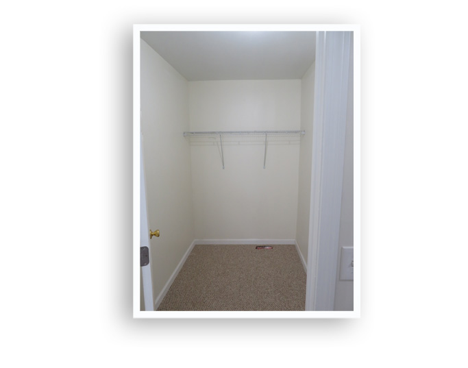 B_84 Melville_Closet